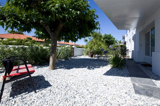 appart-a-louer-piscine-jardin